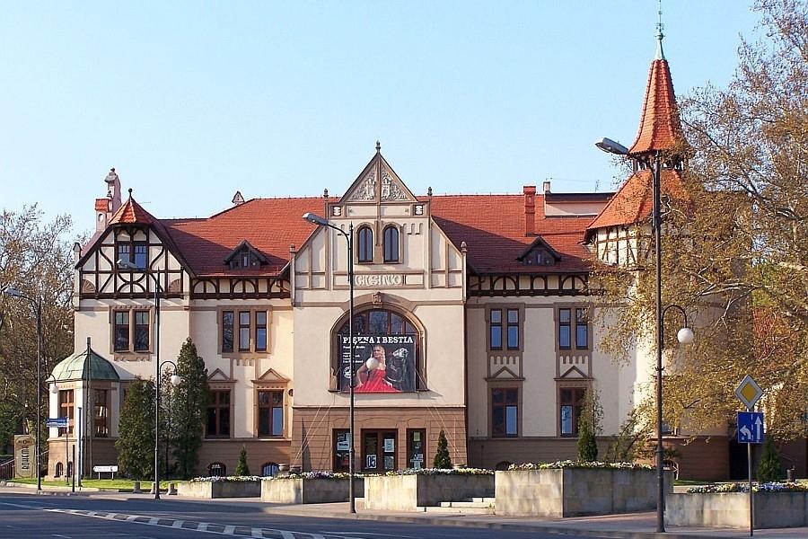 Budynek W Którym Działa Teatr Nowy To Dawne Kasyno Huty